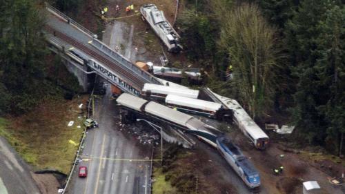 Etats-Unis : le train qui a déraillé roulait à 128 km/h au lieu de 48 km/h