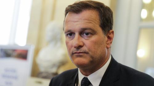 """Assistants FN au Parlement européen : Louis Aliot mis en examen pour """"abus de confiance"""" et """"complicité d'abus de confiance"""""""