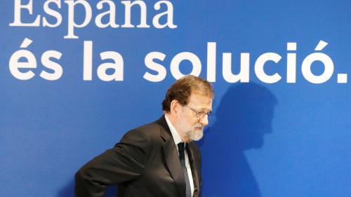 """Catalogne: Mariano Rajoy """"va devoir infléchir sa position"""", après une """"défaite historique"""""""