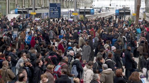 """Après la pagaille de samedi, la SNCF assure que la """"majorité des passagers voyageront sans problème"""""""