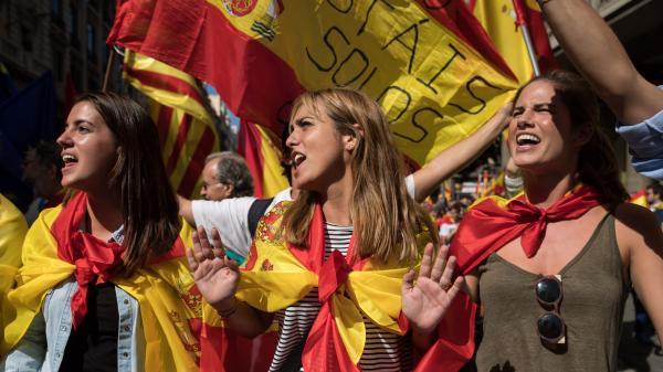 """""""On savait que les choses allaient tourner en rond"""", constatent les Catalans trois jours après le succès des indépendantistes"""