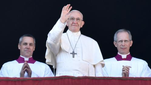"""Le pape appelle à """"la paix pour Jérusalem"""" et rend hommage aux mineurs migrants dans sa bénédiction de Noël"""