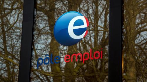 """Le gouvernement prévoit de durcir le contrôle des demandeurs d'emploi, selon """"Le Canard enchaîné"""""""