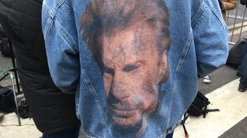 """""""J'ai une petite tirelire mais je me débrouillerai"""" : comment des fans de Johnny Hallyday préparent leur pèlerinage à Saint-Barthélemy"""