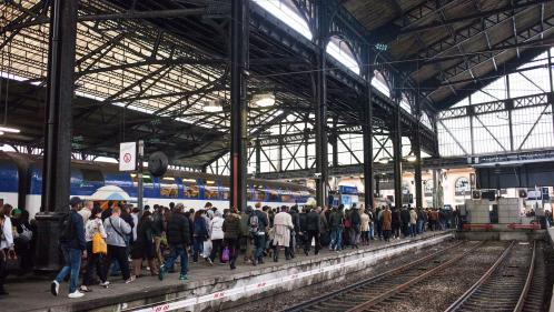 Le trafic à la gare Saint-Lazare totalement interrompu pendant plus d'une heure à cause d'une panne électrique