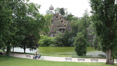Vents violents : les parcs, jardins et cimetières de Paris fermés mercredi après-midi