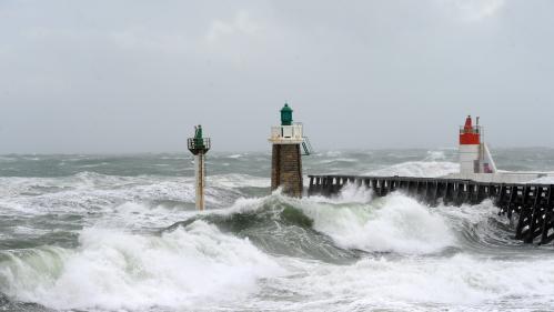 """DIRECT. Tempête Bruno : encore """"quelques centaines"""" de foyers privés d'électricité, la Corse en vigilance orange"""