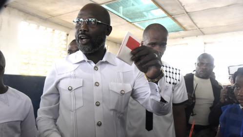 Liberia : l'ancien footballeur George Weah largement élu président, selon des résultats quasi définitifs