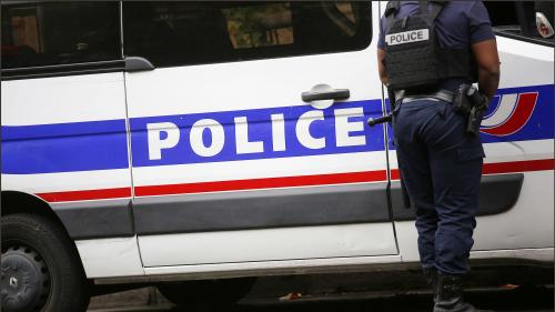 Deux personnes projetant de commettre des attentats en France arrêtées et mises en examen