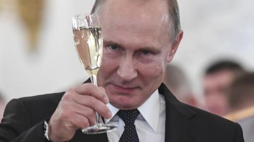 """Pour 2018, Poutine appelle Trump à """"avancer vers une coopération pragmatique"""""""