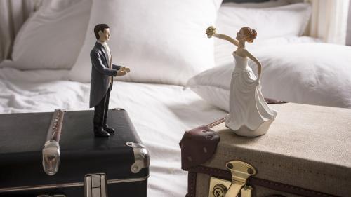"""""""On a l'impression d'être des criminels"""" : un mariage suspendu à cause d'un écart d'âge de 42 ans"""