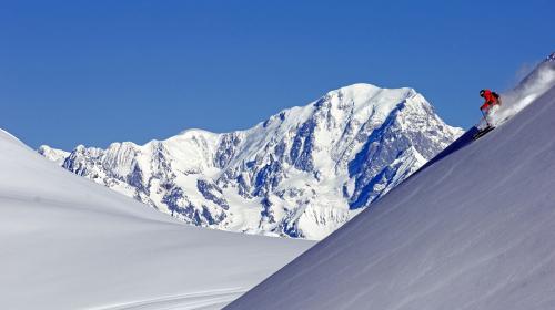 """VIDEO. """"Elle va être géniale le week-end prochain"""" : il y aura de la neige à Noël dans les stations de ski des Alpes"""