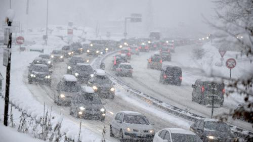 Fortes chutes de neige : 2 300 automobilistes ont passé la nuit dans un centre d'accueil en Savoie