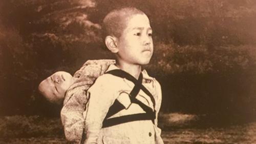 Le pape dénonce la guerre avec une photo prise à Nagasaki