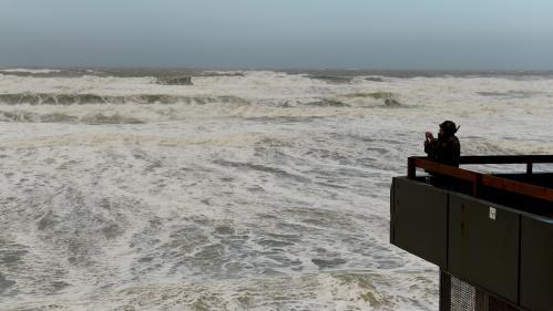 DIRECT. Tempête Carmen : 65 000 foyers sont privés d'électricité sur la façade atlantique