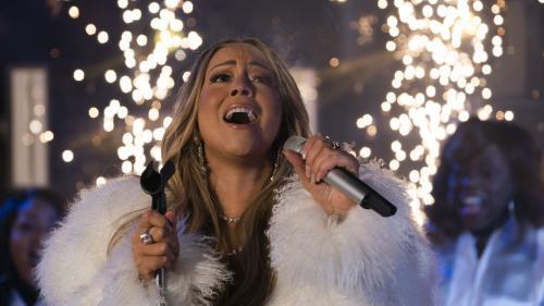 VIDEO. Mariah Carey réclame du thé chaud pendant son concert du nouvel an à New York