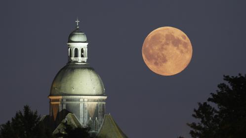 """La première """"super Lune"""" de 2018 visible dans la nuit de lundi à mardi"""