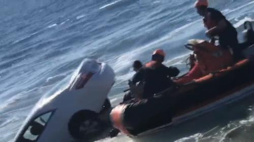 VIDEO. Etats-Unis : un automobiliste de 89 ans sauvé de justesse de la noyade