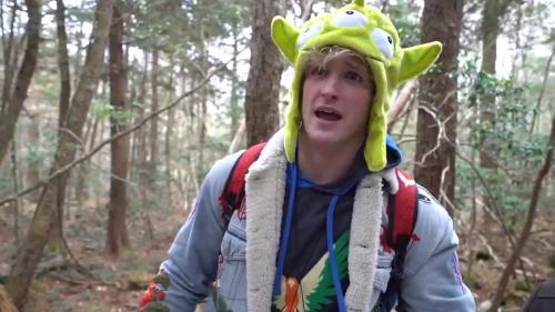 """Le youtubeur Logan Paul critiqué après avoir filmé un cadavre dans la """"forêt des suicides"""" au Japon"""