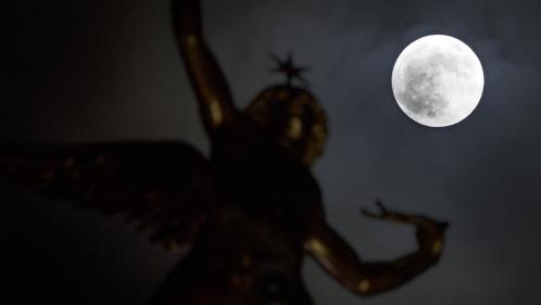 """EN IMAGES. Dix photos de la première """"super Lune"""" de l'année"""