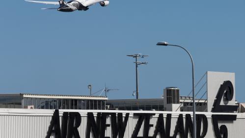 Un avion décolle de Nouvelle-Zélande en 2018 et atterrit à Hawaï en 2017