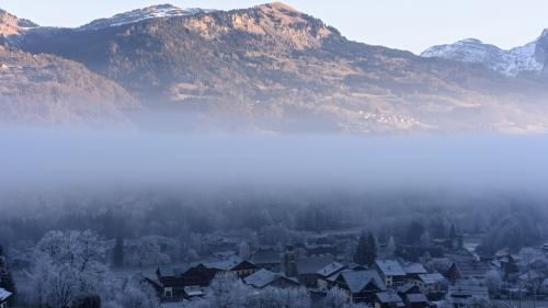 DIRECT. Tempête Eleanor : un mort après la chute d'un arbre dans une station de ski en Haute-Savoie
