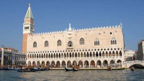 Venise : vol en plein jour de bijoux précieux exposés au Palais ducal de Venise