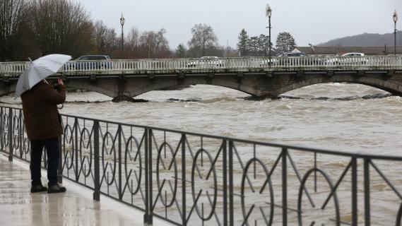 inondations dans le doubs la ville d 39 ornans sera coup e en deux demain. Black Bedroom Furniture Sets. Home Design Ideas