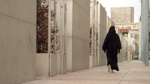 """VIDEO. Regardez en avant-première """"Revenantes"""", le documentaire sur le retour de femmes parties en Syrie"""