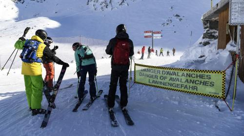 DIRECT. Avalanches : la Savoie placée en vigilance rouge, des habitations menacées