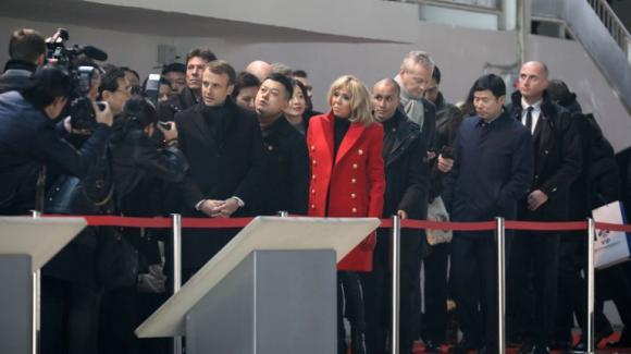 Le président français Emmanuel& Macron& a atterri lundi à 8h30, heure locale,& à Xian, en Chine.