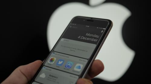 """Le parquet de Paris ouvre une enquête contre Apple pour """"tromperie"""" et """"obsolescence programmée"""""""