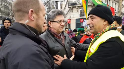 """VIDEO. """"Personne ne me touche"""" : quand Jean-Luc Mélenchon refuse d'être fouillé par la sécurité d'une manifestation"""