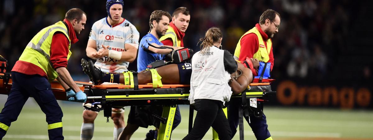 Le jeune ailier de Clermont Samuel Ezeala, grièvement blessé dimanche 7 janvier face au Racing 92 pour son premier match en Top 14.
