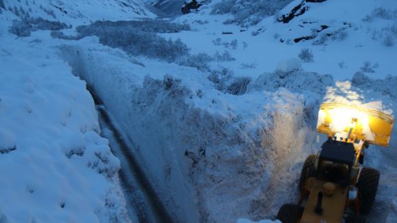 En images savoie une route ensevelie sous des m tres de neige apr s une avalanche - Office de tourisme de bonneval sur arc ...