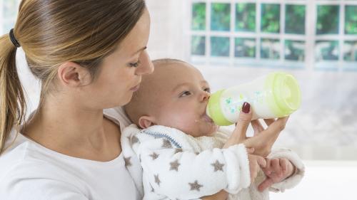 Lait infantile contaminé : cinq questions sur la commercialisation de produits Lactalis pourtant interdits de vente