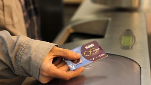 Paris : Anne Hidalgo annonce la création d'un pass Navigo gratuit pour les plus de 65 ans