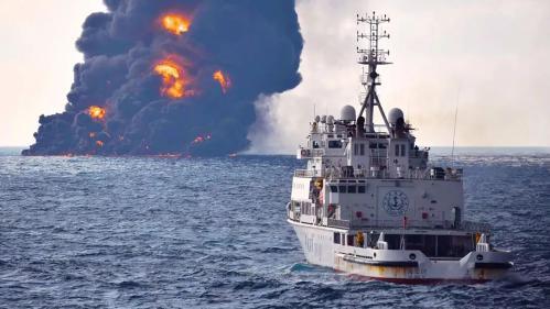Un pétrolier iranien coule au large de la Chine après huit jours d'incendie