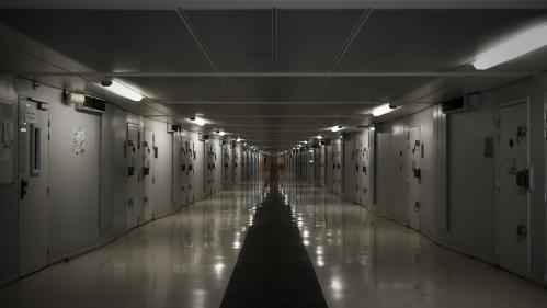 """DOCUMENT FRANCE 2. """"Je ne me vois pas remettre les pieds à la prison"""" : une surveillante agressée témoigne"""