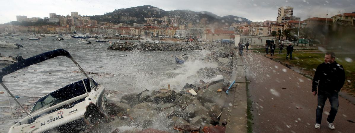 Vents violents le var et les alpes maritimes en - Place de port disponible mediterranee ...