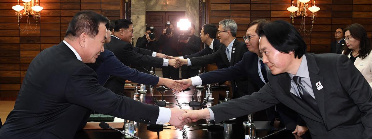 Des responsables nord et sud-coréens négocient la participation de la Corée du Nord aux Jeux olympiques d\'hiver dePyeongchang, le 15 janvier 2018, dans le village dePanmunjom (Corée du Nord).