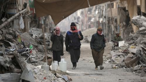 Syrie : un an après la défaite de l'Etat islamique à Raqqa, la menace jihadiste plane toujours sur la ville