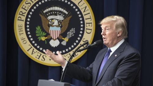 """VIDEO. """"Fake news"""", Corée du Nord, tweets colériques... On a résumé un an de Donald Trump à la Maison Blanche en 90 secondes chrono"""