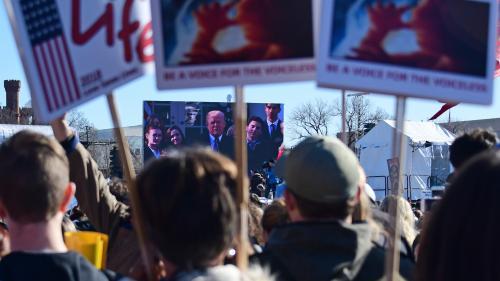 """Donald Trump est """"honoré d'être le premier président"""" américain à prononcer un discours pendant la marche des anti-avortement"""