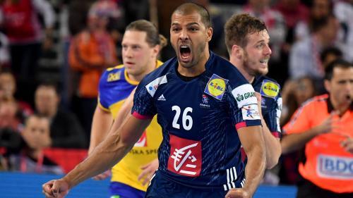 Euro de handball : la France fait un grand pas vers les demi-finales en battant la Suède 23-17