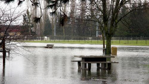 Intempéries : quatorze départements en vigilance orange aux inondations ou aux avalanches