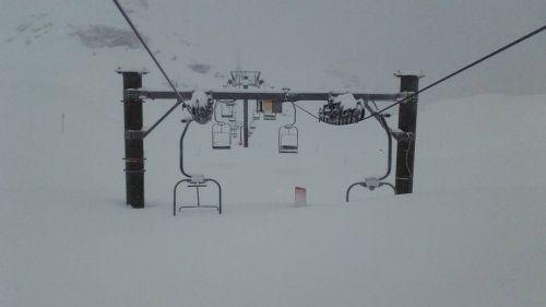 Haute-Savoie : à Flaine, le télésiège a quasiment disparu... sous la neige