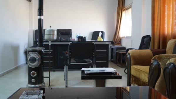 VIDEO. Pas d'avocat, pas d'appel, une audience dans un bureau... Comment la cour antiterroriste kurde juge les jihadistes