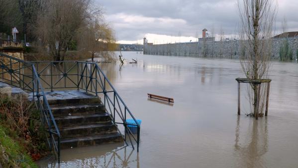 DIRECT. Trente départements en vigilance orange pour risques d'inondations, le Doubs et le Jura ne sont plus en alerte rouge