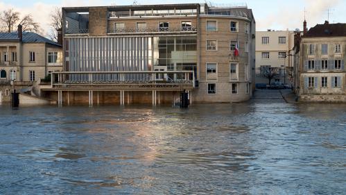 VIDEO. Intempéries : la crue de la Seine vue du ciel